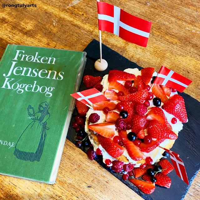 Danish Layer Cake (Lagkage) with berries // Happy 162nd Birthday, Frøken Jensen ❤️