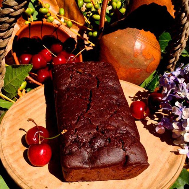 CHOCOLATE CHERRY VEGAN CAKE // local seasonal produce
