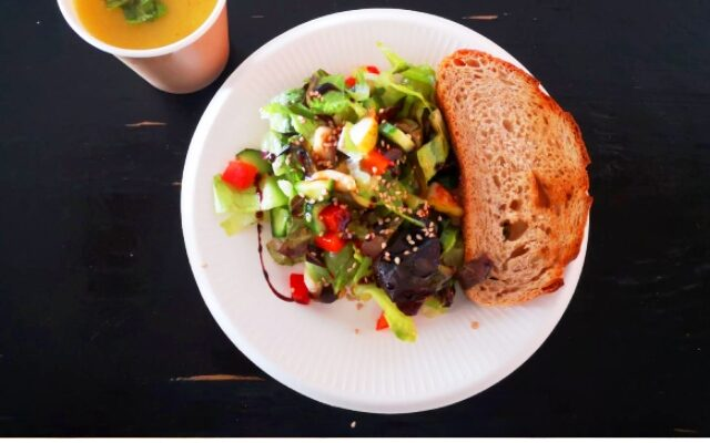 Carrot orange soup and salad from food surpluses ♻️  Plant-based lunch at DISIE 🌱🍽️