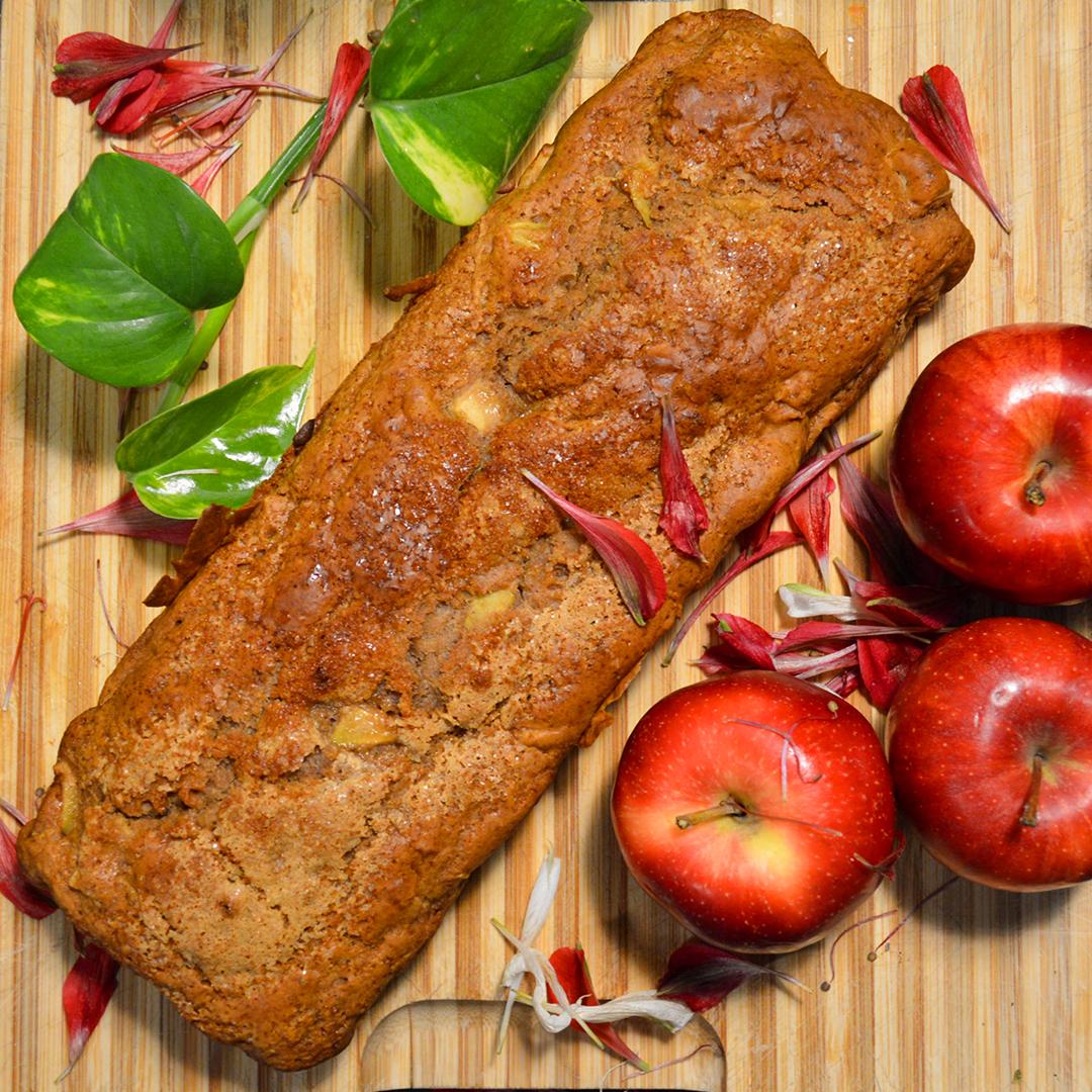 APPLE VEGAN CAKE // LOCAL SEASONAL PRODUCE
